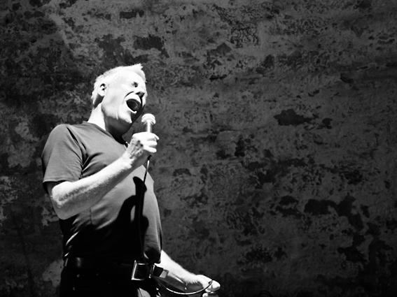 Uli Wewelsipe singt als Teil des Electrik Duo